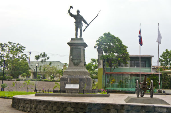 Monument à la gloire de Juan Santamaria à Alajuela