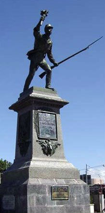 Statue de Juan Santamaria la torche à la main
