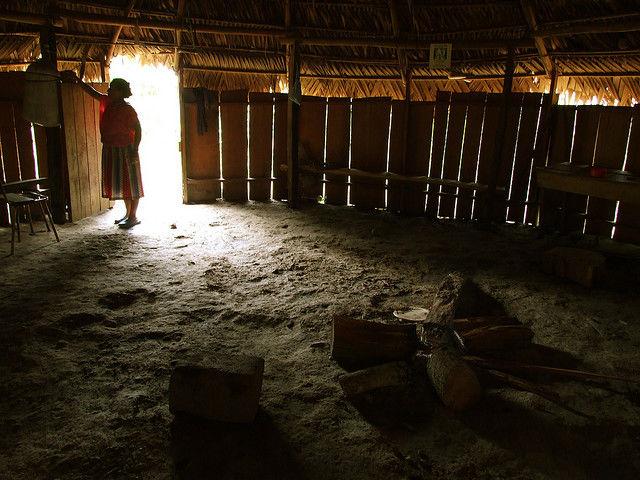 Photo intérieur habitation du peuple Cabecar du Costa Rica