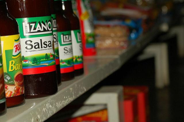 Sauce Lizano dans une épicerie au Costa Rica